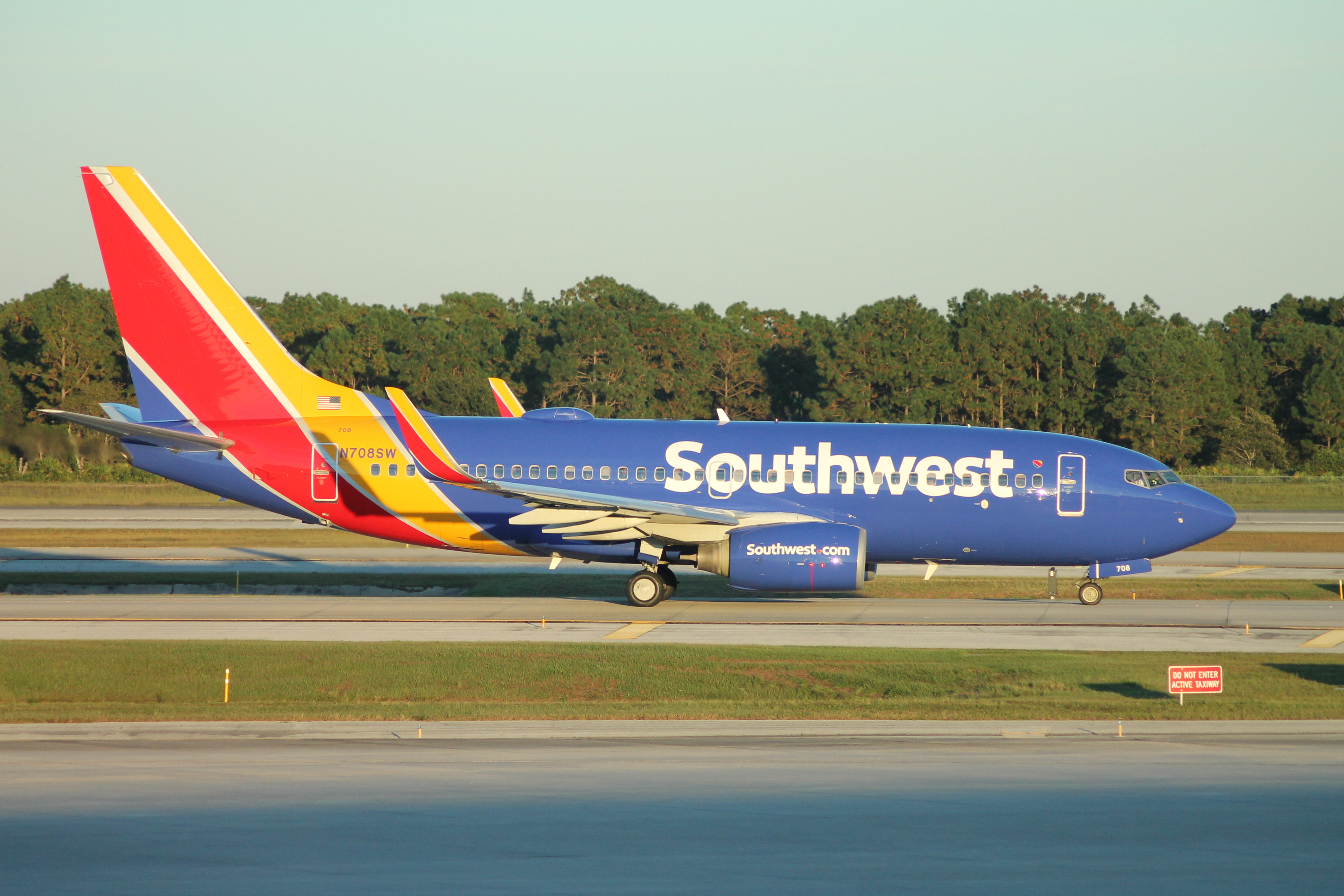 FileSouthwest Airlines Boeing 737700 2014 liveryjpg