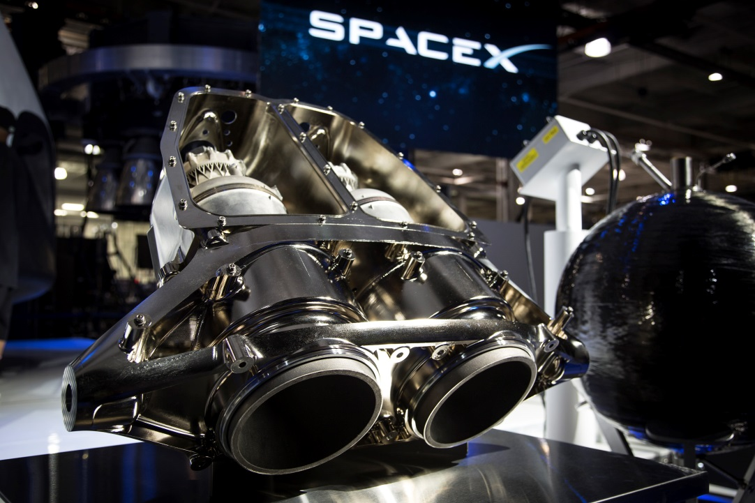 SuperDraco_rocket_engines_at_SpaceX_Hawt