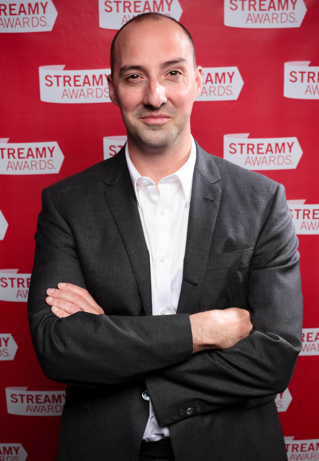 The 47-year old son of father (?) and mother(?) Tony Hale in 2018 photo. Tony Hale earned a  million dollar salary - leaving the net worth at 3 million in 2018