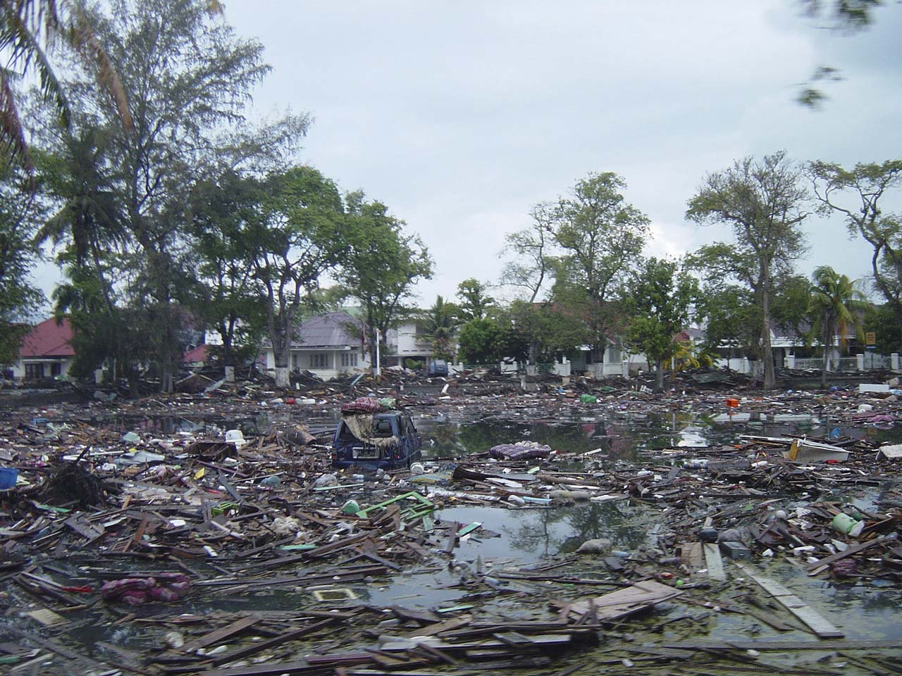 file us navy 050101 o xxxxb 017 trash and debris line the streets near local homes in downtown. Black Bedroom Furniture Sets. Home Design Ideas