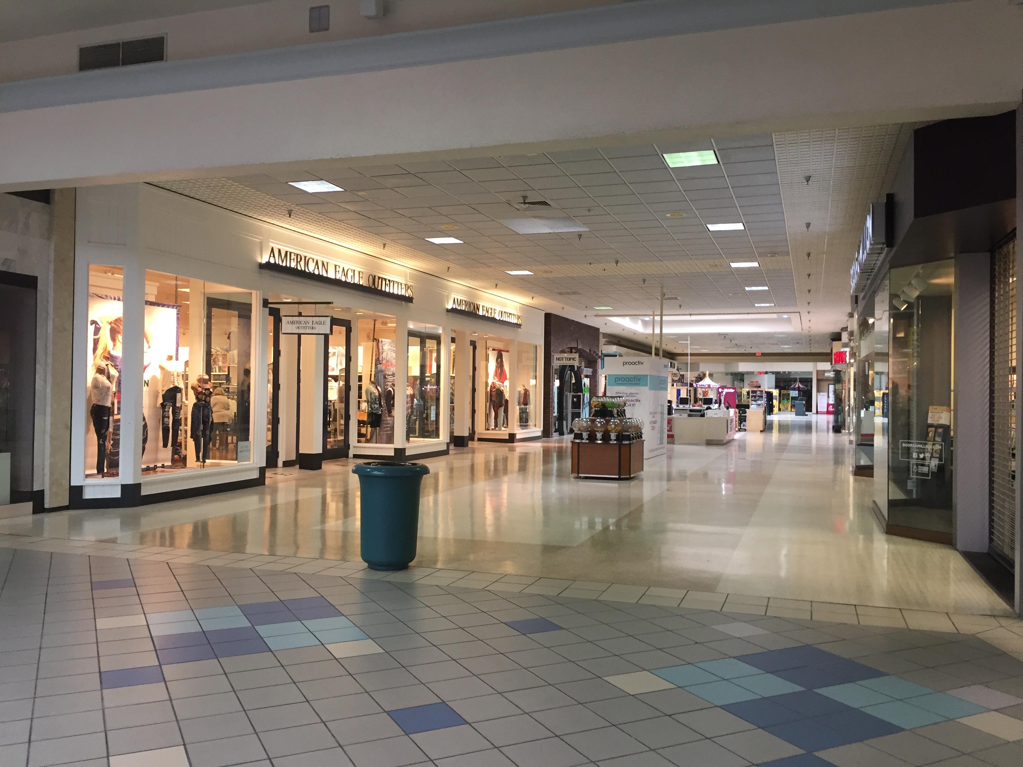 cc5b9e75c1c Walnut Square Mall - Wikipedia