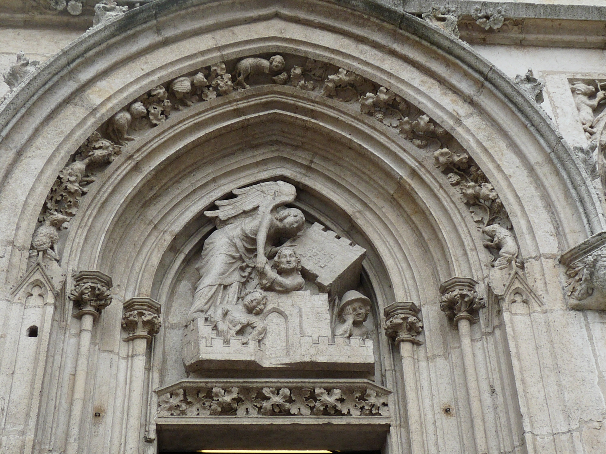 https://upload.wikimedia.org/wikipedia/commons/9/92/Westfassade_Detail_04.JPG
