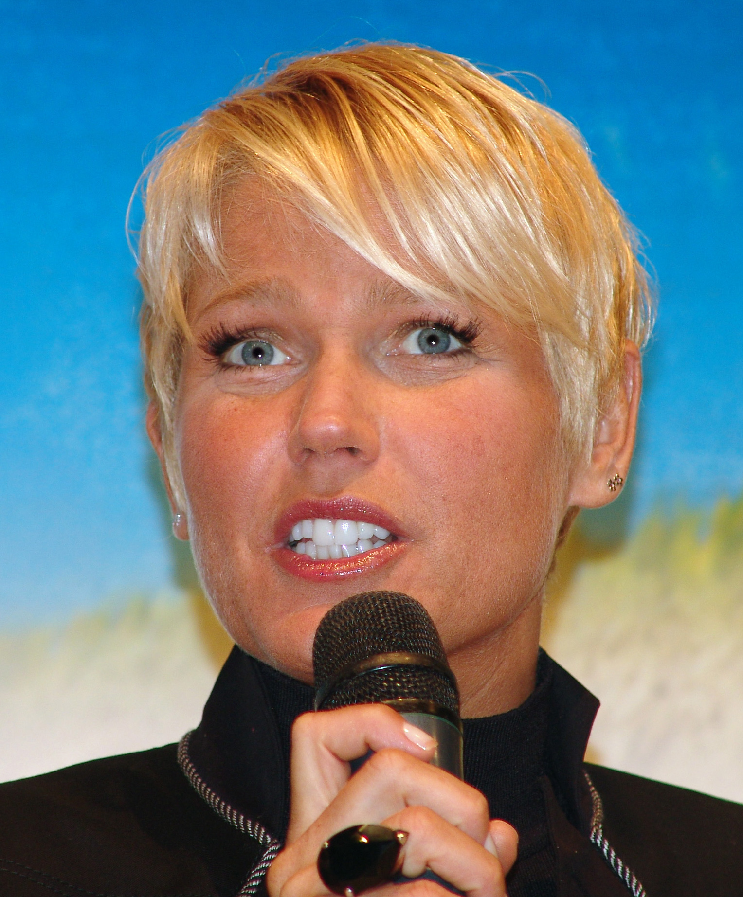 Thread: Classify Xuxa Meneghel