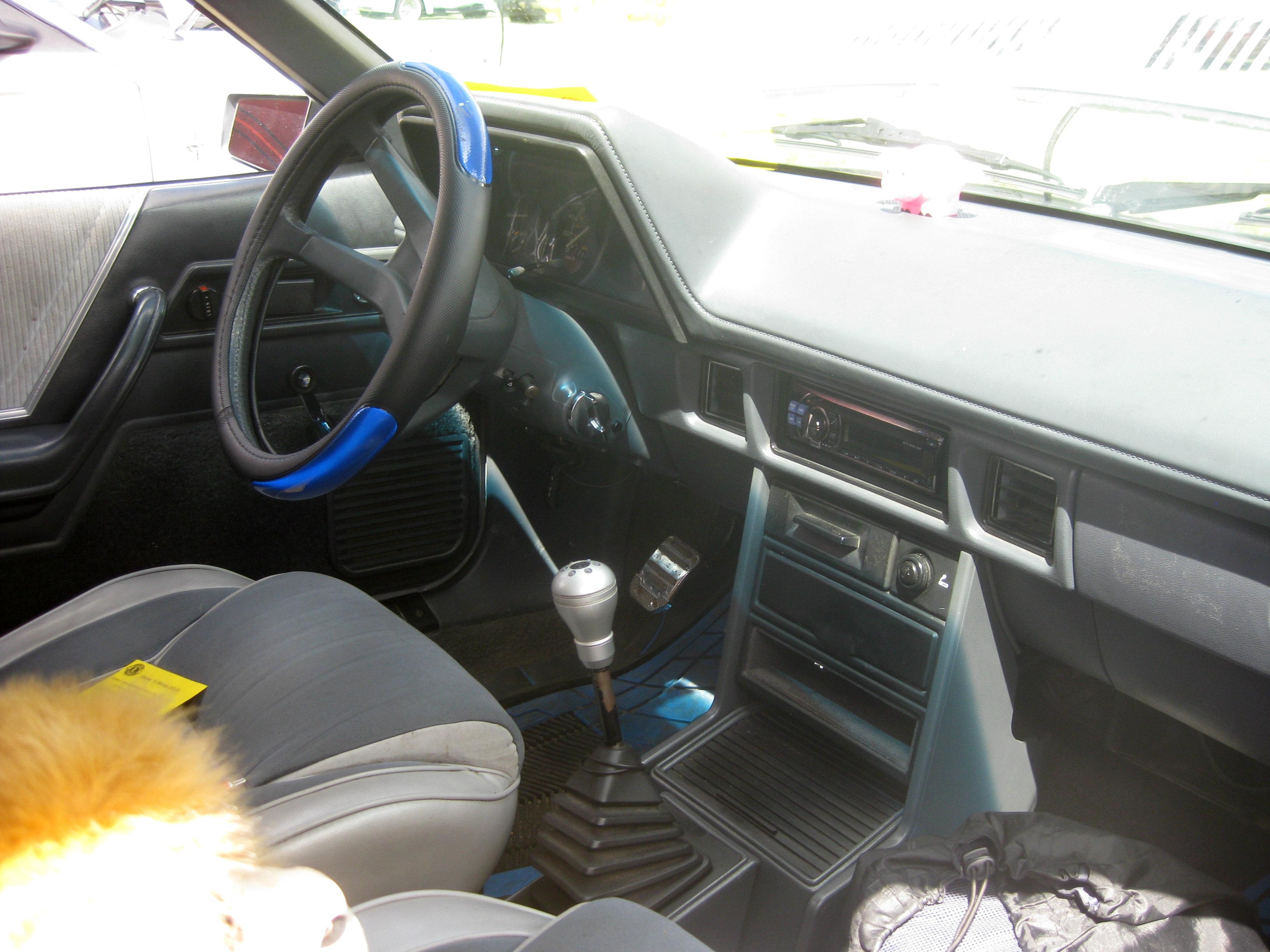 1984_Dodge_Rampage_interior_%28144777104