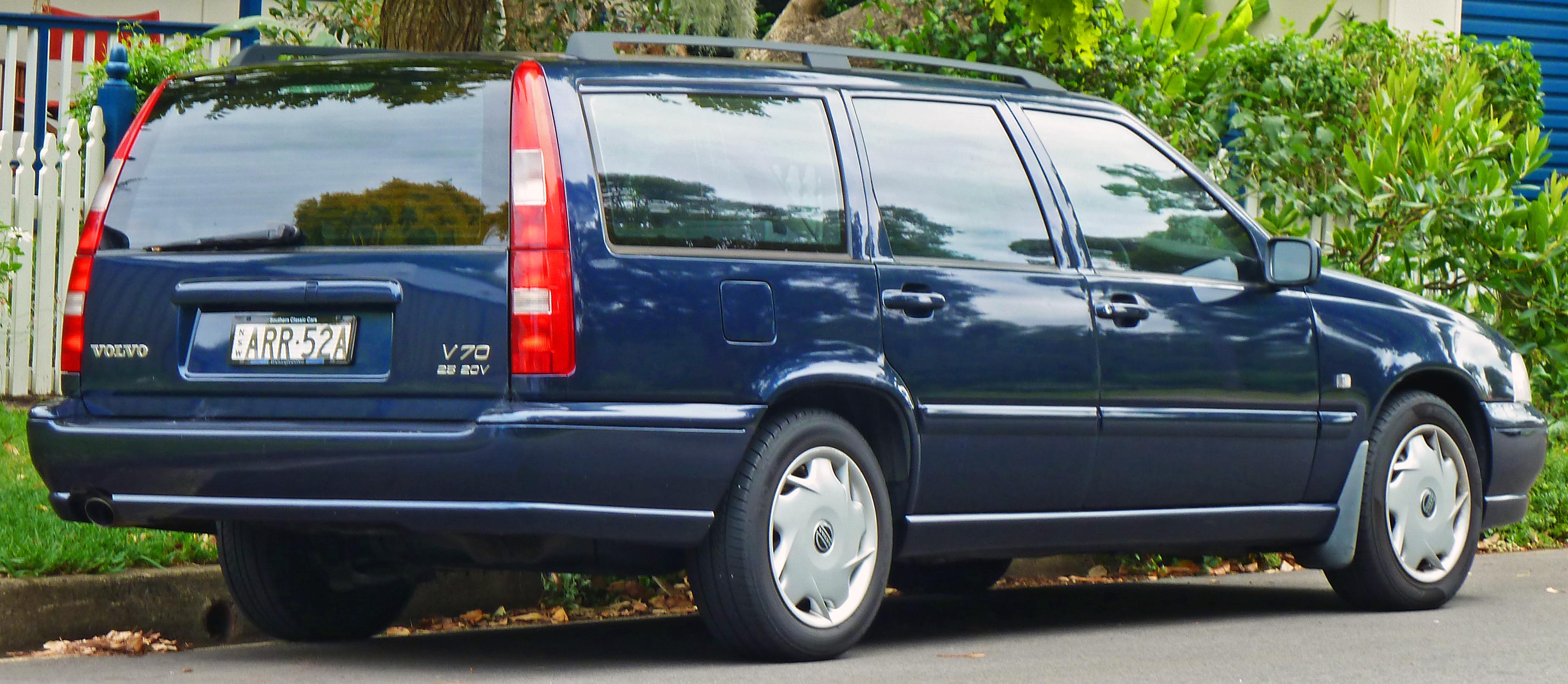 File 1999 Volvo V70 2 5 20v Station Wagon 2010 12 28 Jpg Wikimedia Commons