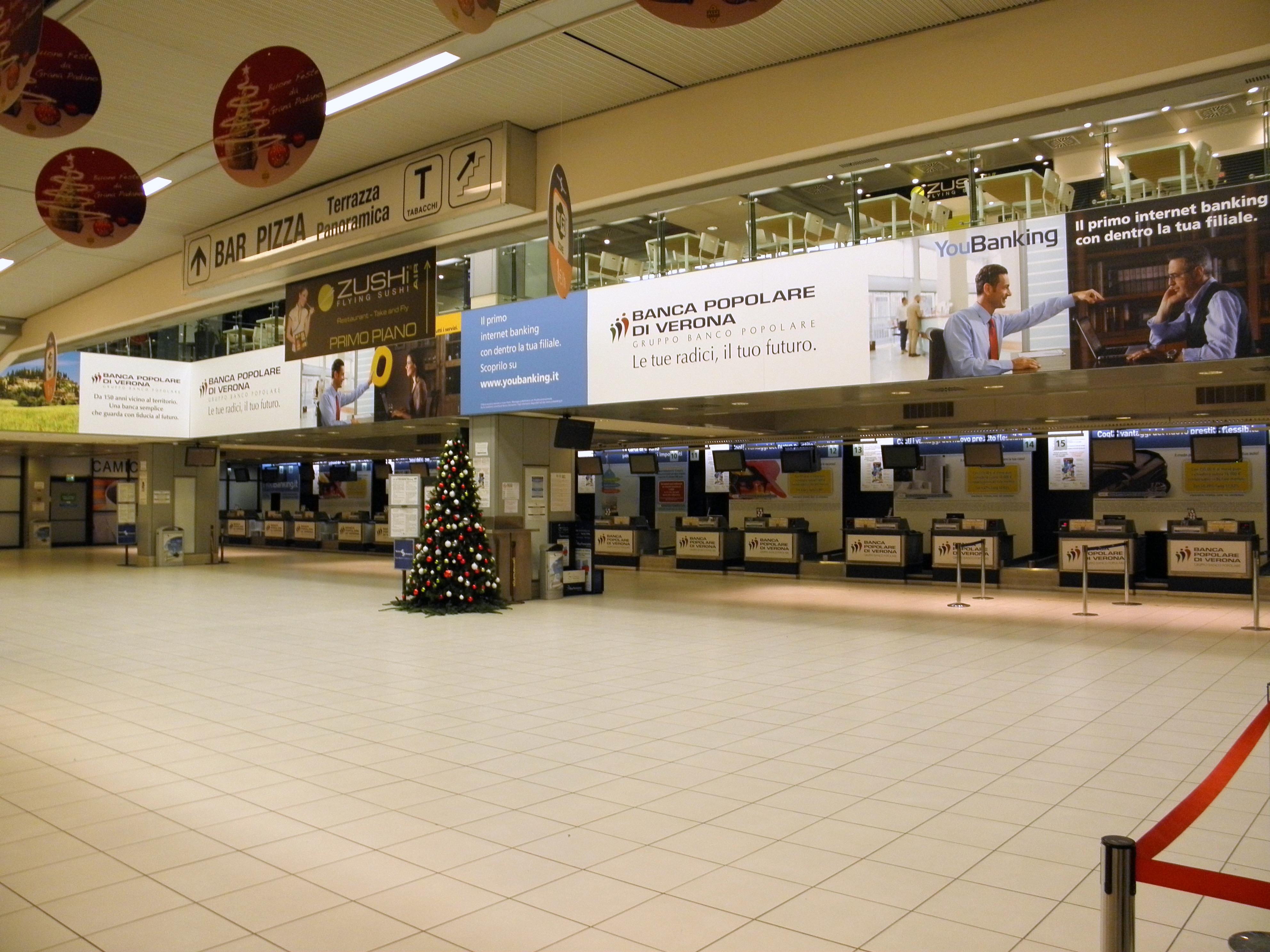 Aeroporto Verona Arrivi : File aeroporto di verona villafranca interno terminal