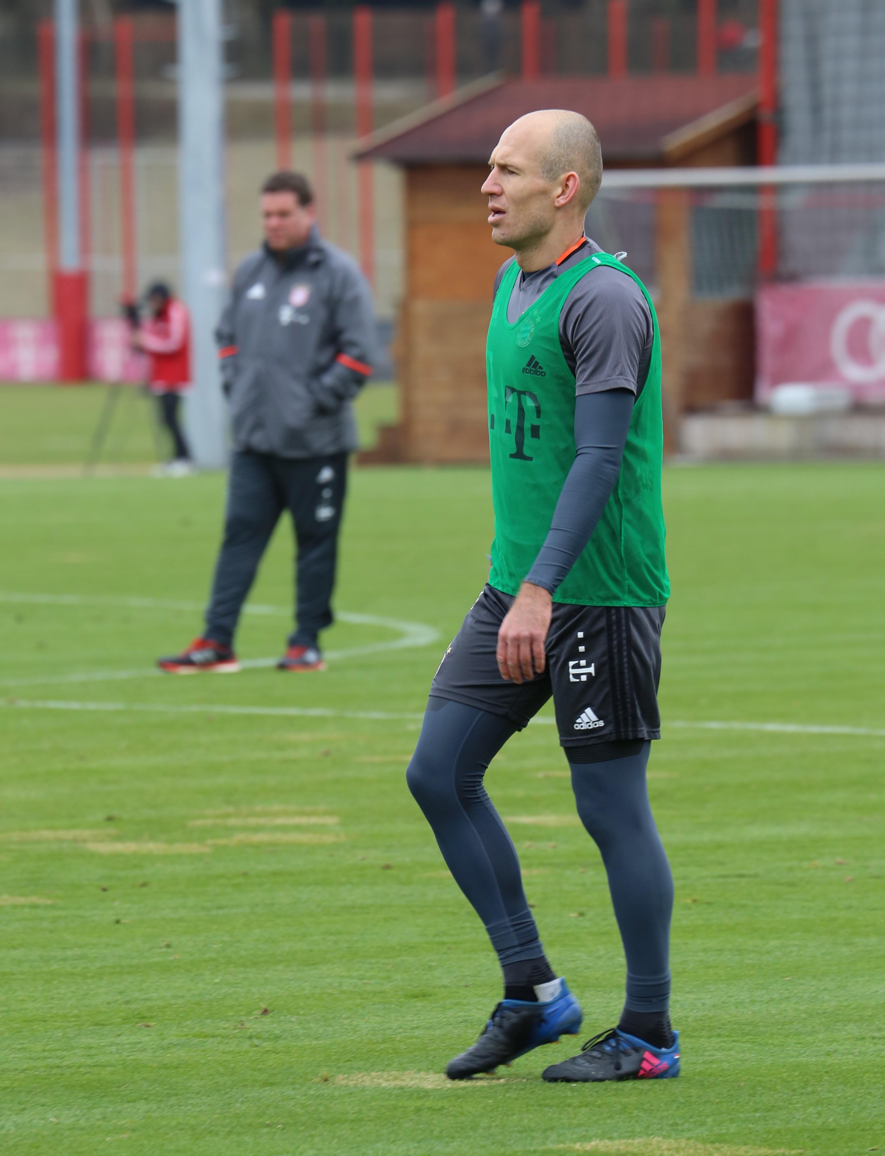 Photo de Arjen Robben avec un hauteur de 180 cm et à l'age de 35 en 2019