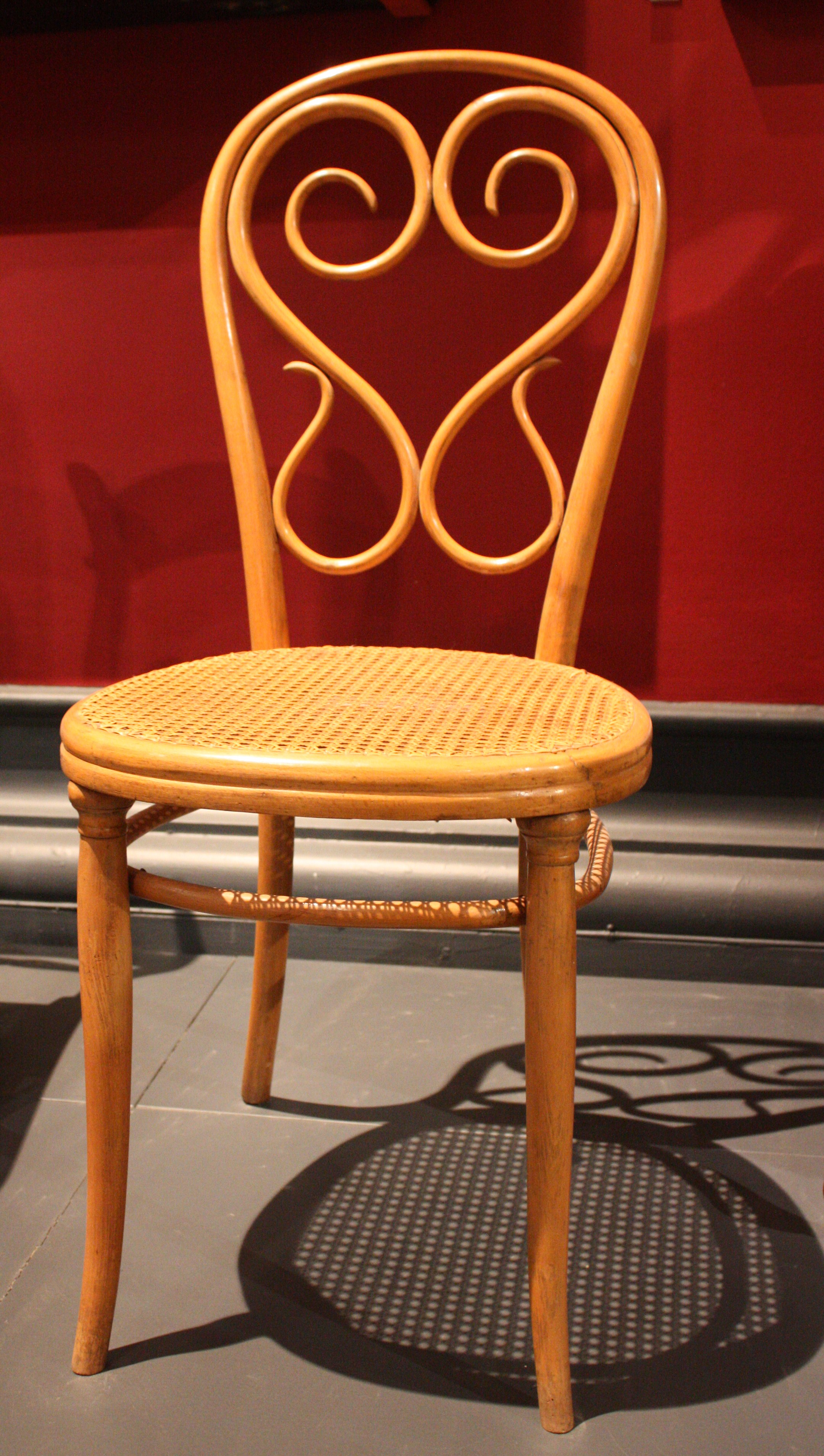 File:BLW Bentwood Chair
