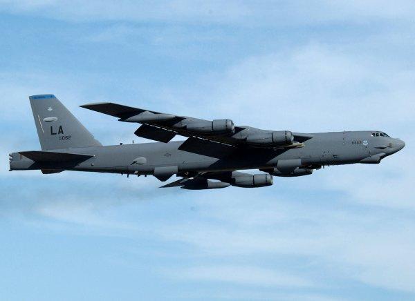 B 52 Stealth Bomber File:Barksdale-b52-1.j...