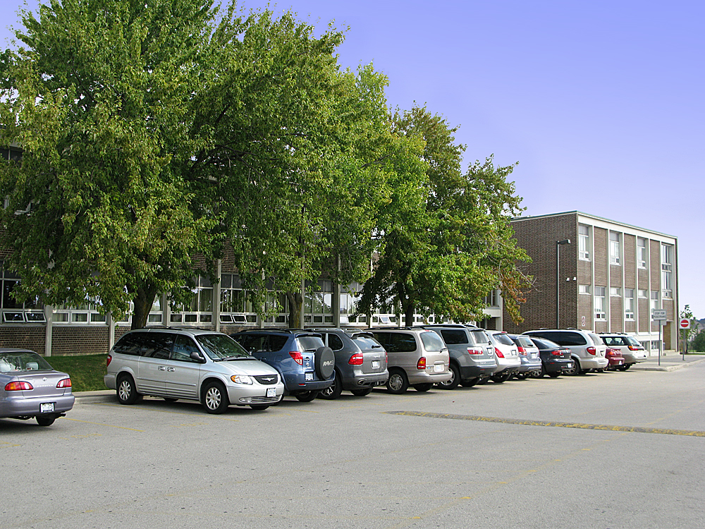 File Bayview Ss Parking Lot 3 Jpg Wikimedia Commons