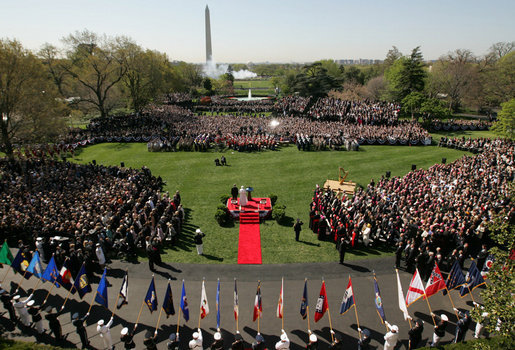 Benedictus XVI and Bush White House Lawn 2008.jpg
