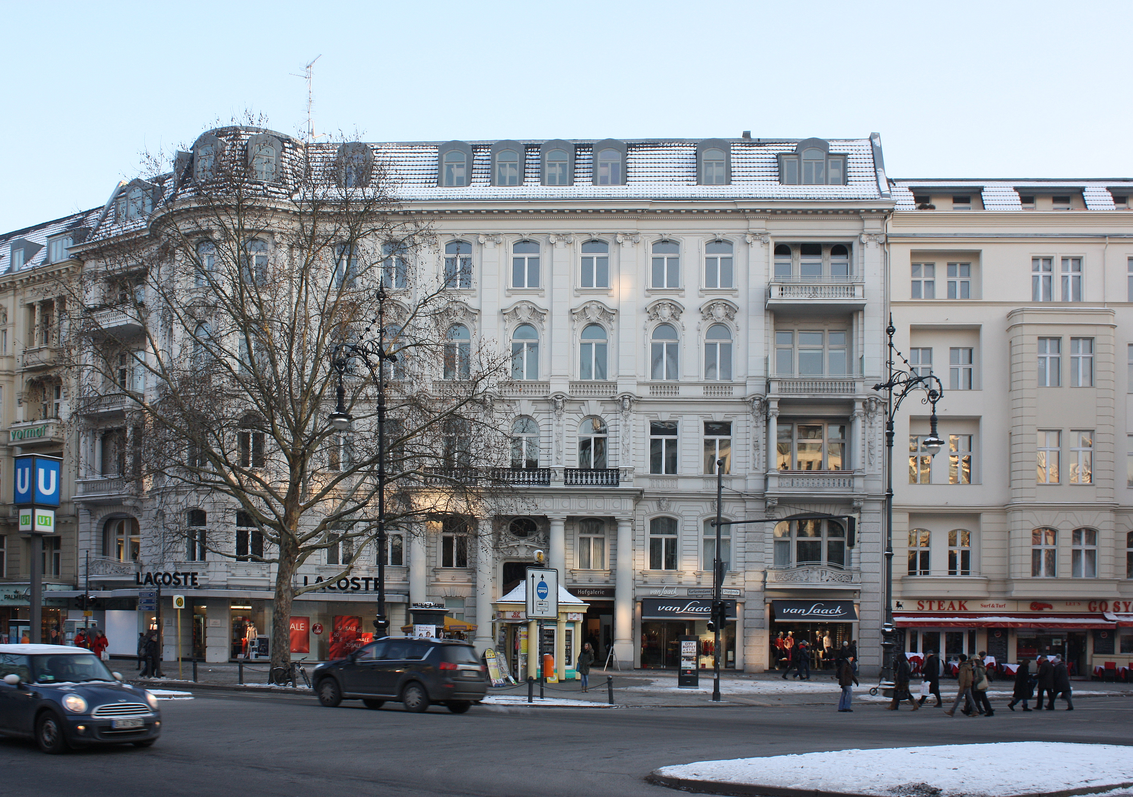 FileBerlinCharlottenburg, at the junction Kurfürstendamm