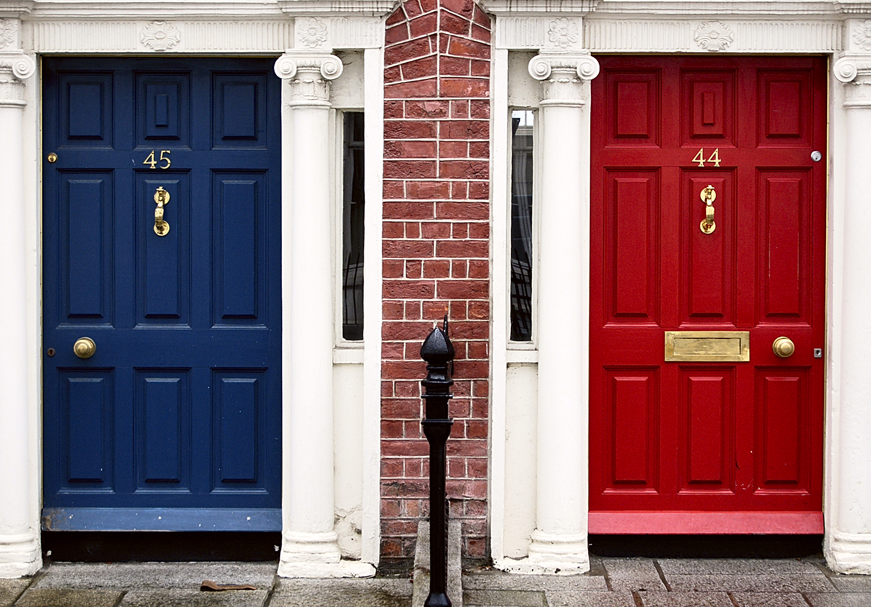 FileBlue and red doors (256704837).jpg & File:Blue and red doors (256704837).jpg - Wikimedia Commons