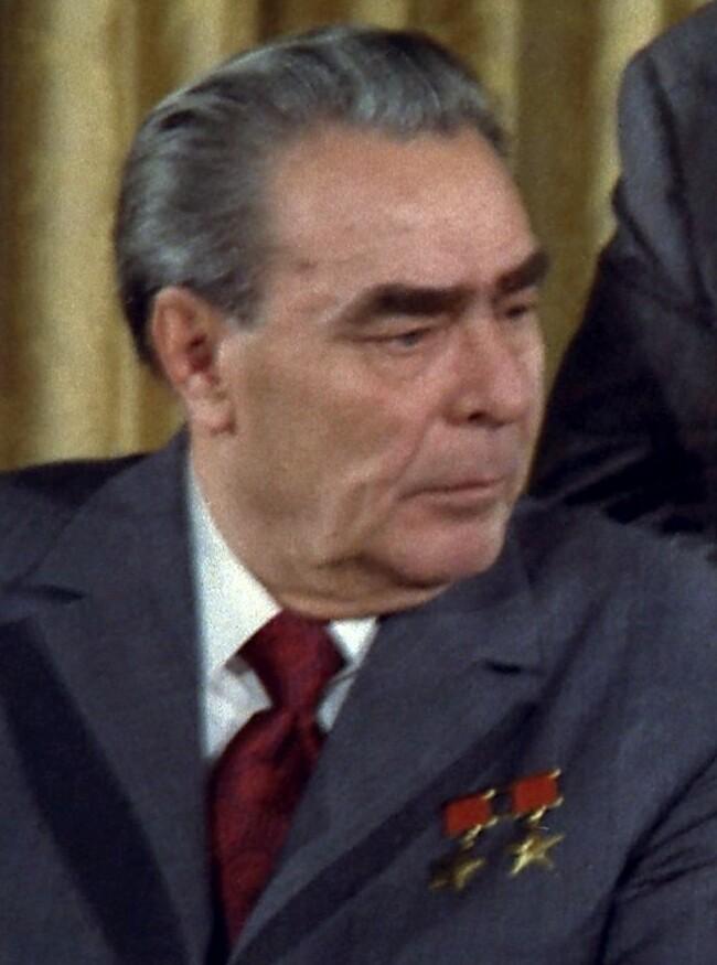 leonid brezhnev Leonid brezhnev (leonid ilich brezhnev, también llamado leónidas breznev kámenskoie, ucrania, 1906 - moscú, 1982) dirigente de la unión soviética (1964-1982.