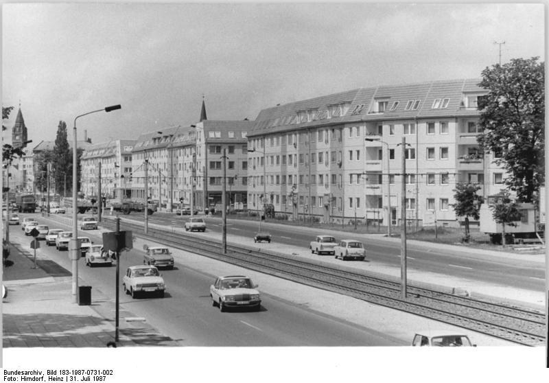 file bundesarchiv bild 183 1987 0731 002 berlin. Black Bedroom Furniture Sets. Home Design Ideas