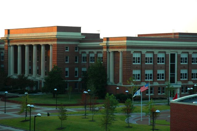 File:CVR College of Engineering administration building, University of Memphis.jpg