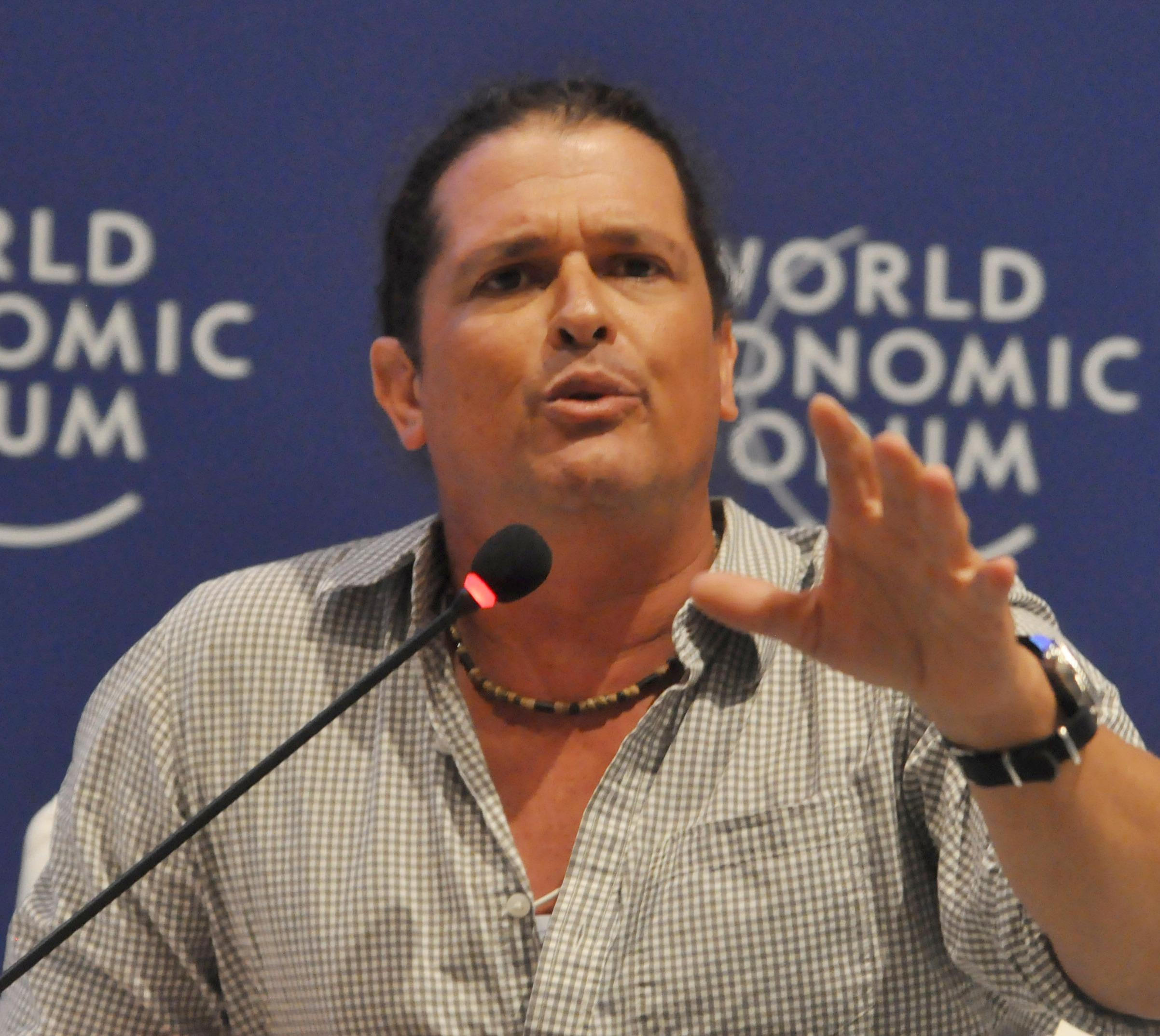 Carlos Vives en una rueda de prensa del Foro Económico Mundial en abril de 2010.
