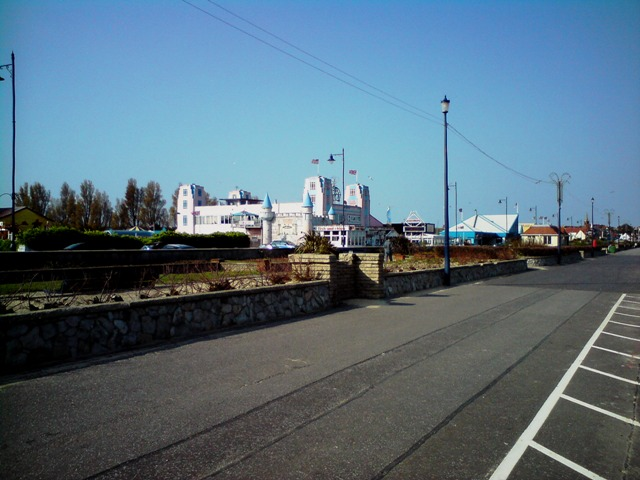 File:Charles Manning's Amusement Park - geograph.org.uk - 1262337.jpg