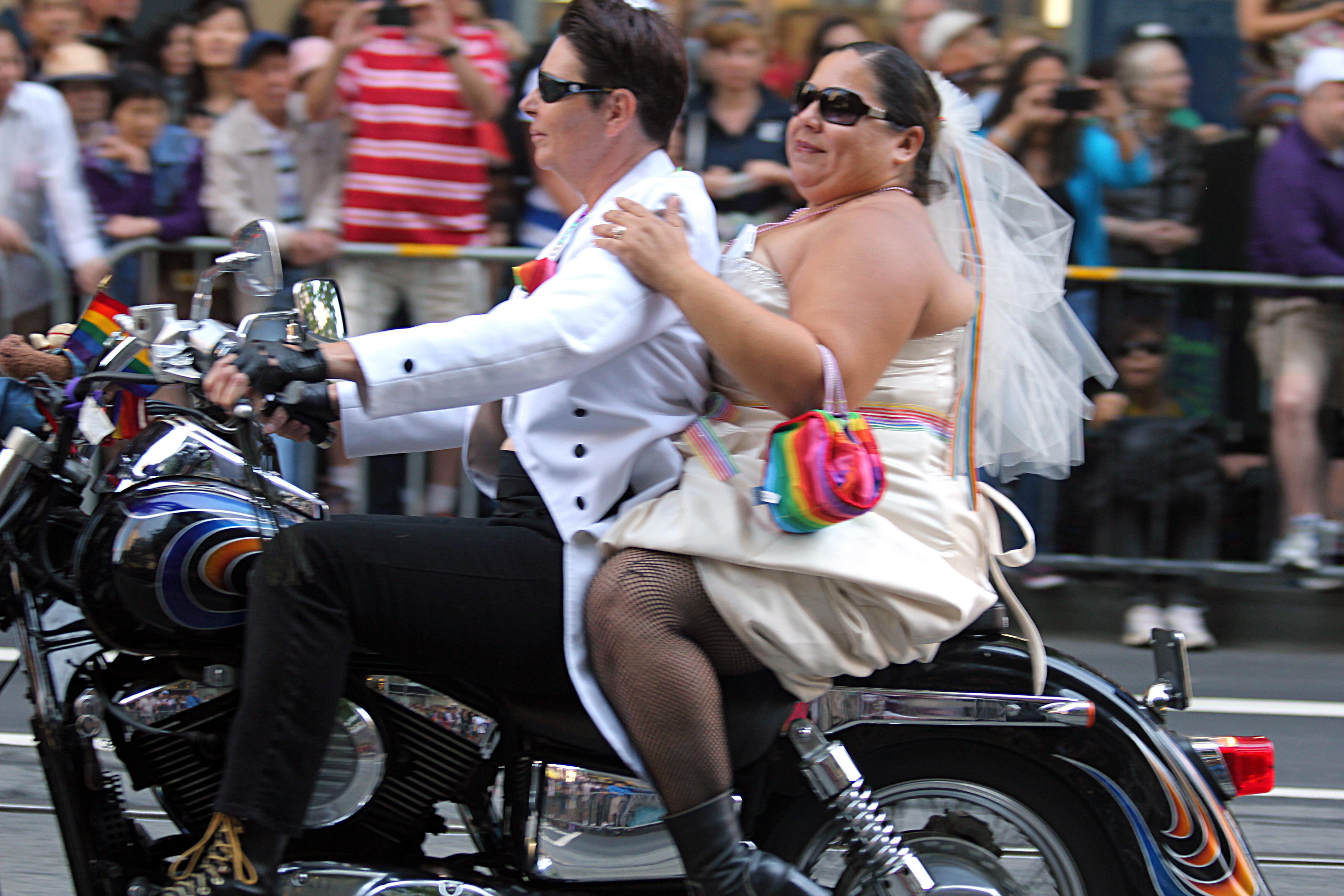 file couple on a bike 9180325890 jpg wikimedia commons