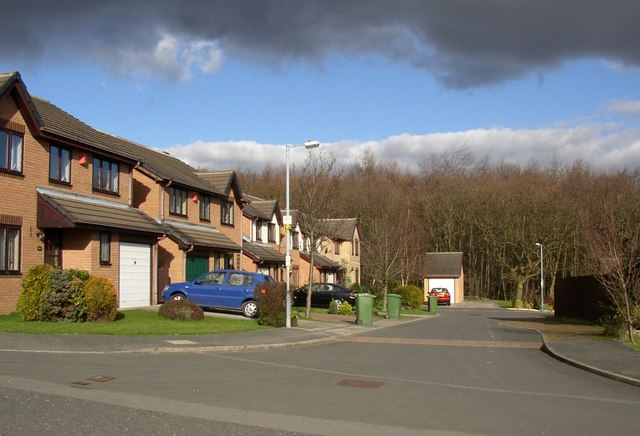 File:Cul-de-sac off Redwood Drive, Bradley, Huddersfield ...