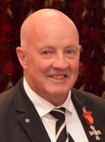 Dick Tayler (cropped).jpg