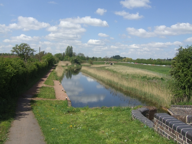 Droitwich Canal below Lock 3 - geograph.org.uk - 1849554