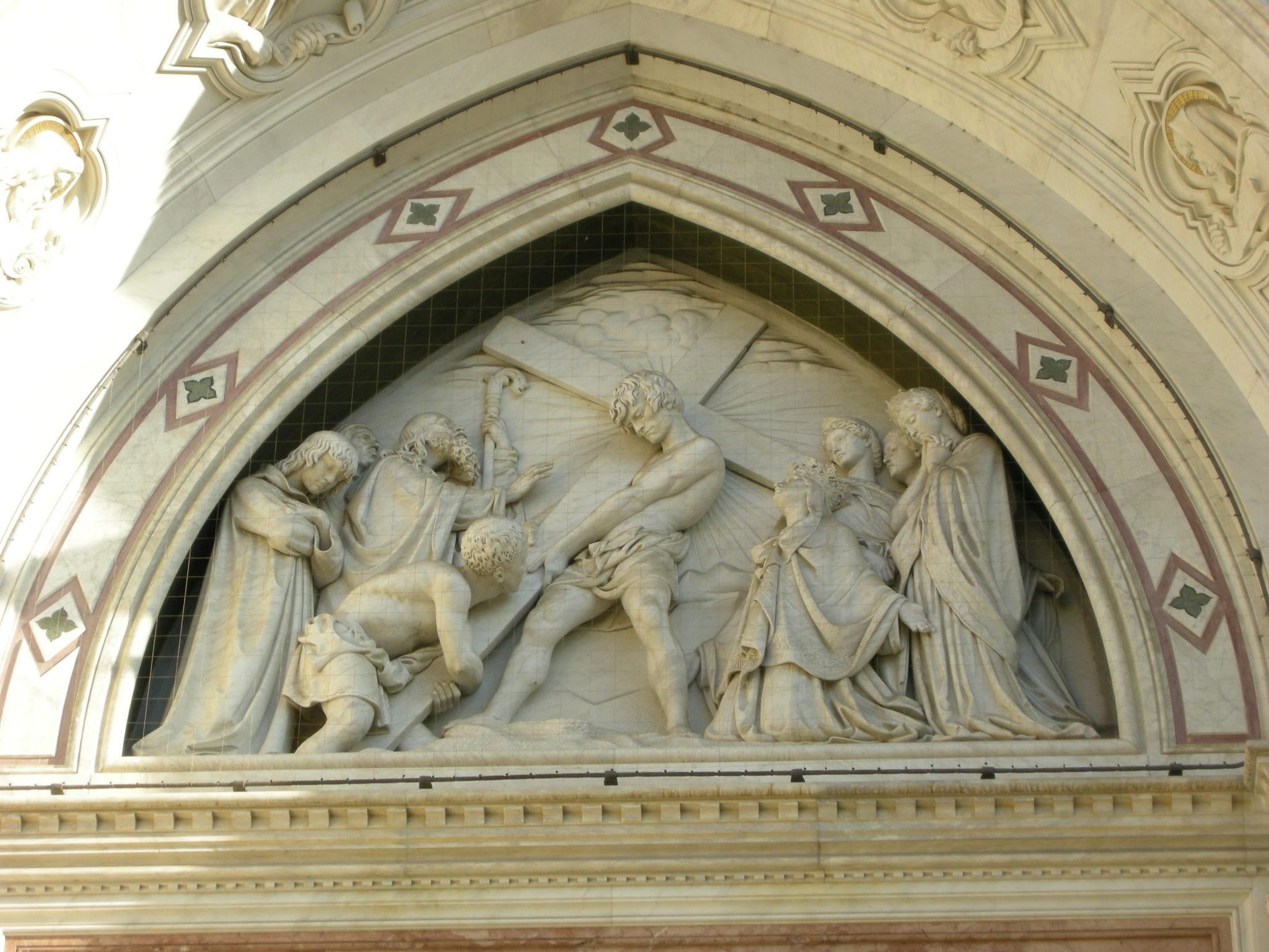 Facciata di Santa Croce - invenzione della croce di Titto Sarrocch