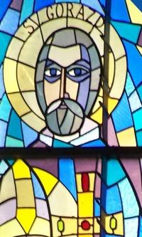 Den hellige Gorazd, glassmaleri i katedralen Sv. Emeráma i Nitra i Slovakia
