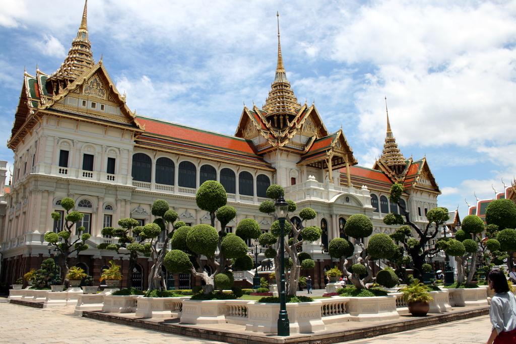 File:Grand Palace in Bangkok.jpg - Wikimedia Commons