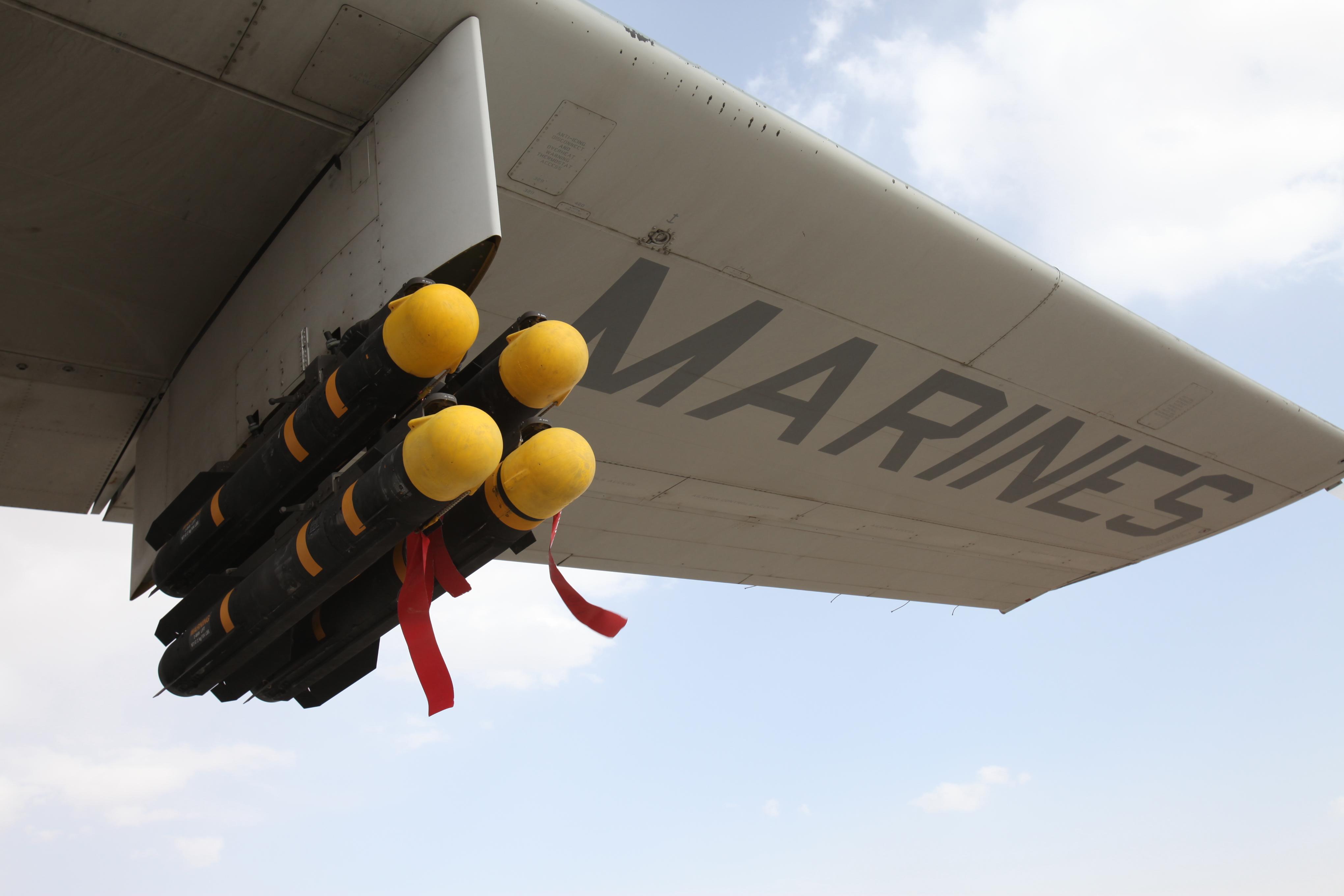 موسوعة طائرة النقل التكتيكي الاحدث C-130J Super Hercules بجميع أنواعها   Harvest_Hawk_KC-130J_with_Hellfire