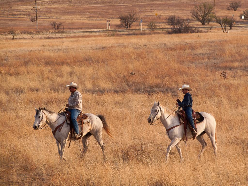 Horse riders Sonoita AZ.jpg