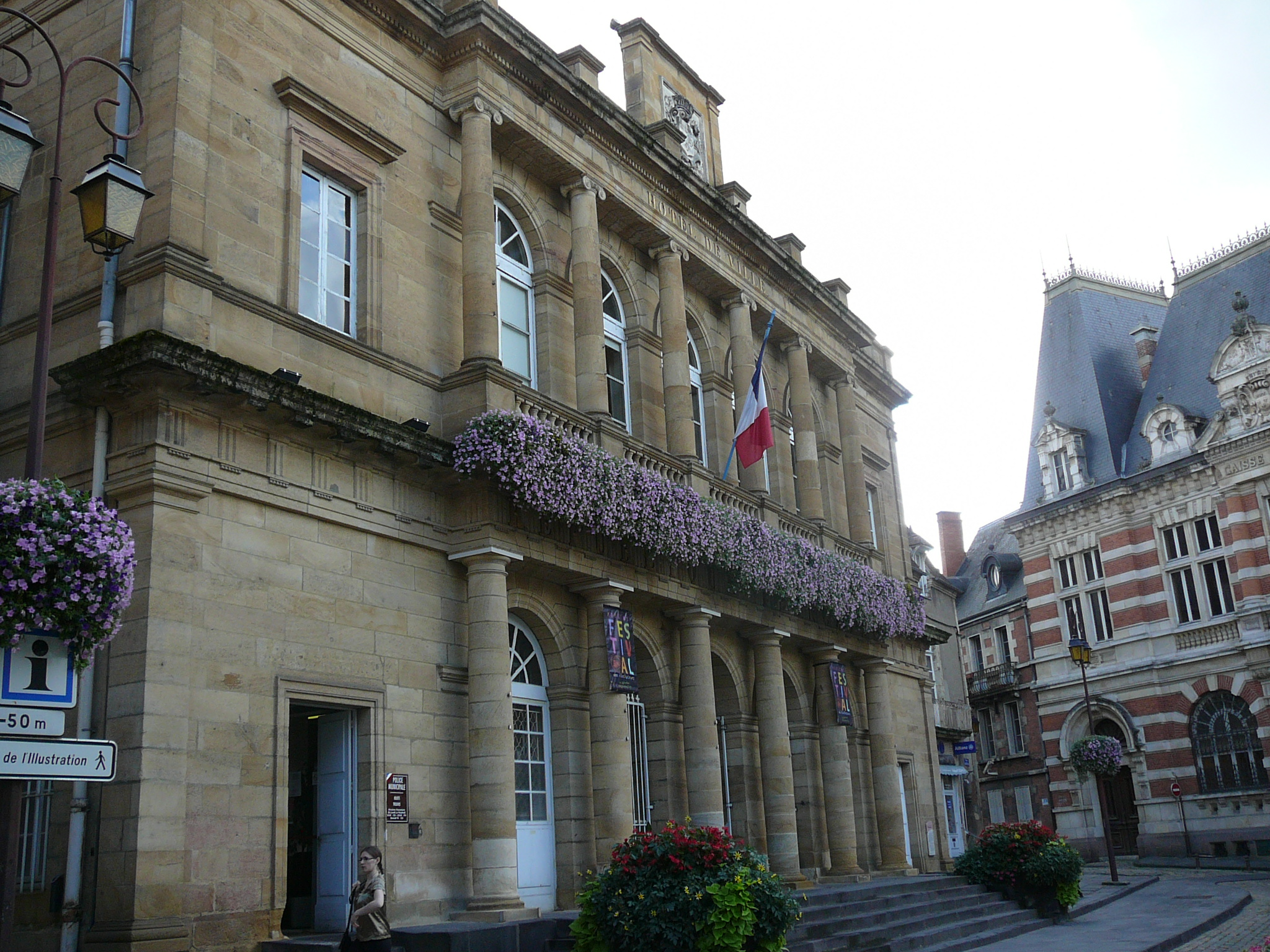 File hotel de ville wikimedia commons for Piscine moulins