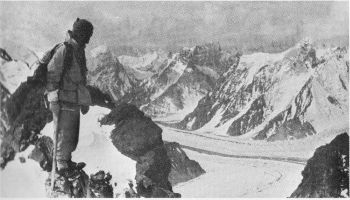House arriving at Camp II, K2.jpg