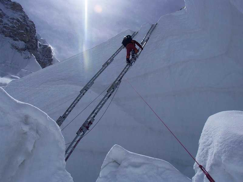 Traversing a crevasse in the Icefall.