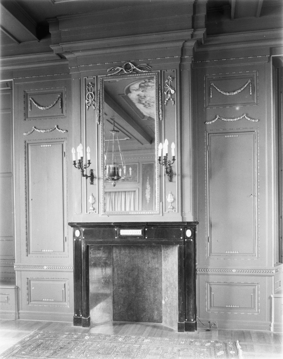 File interieur raadzaal schouw met spiegel op for Spiegel history