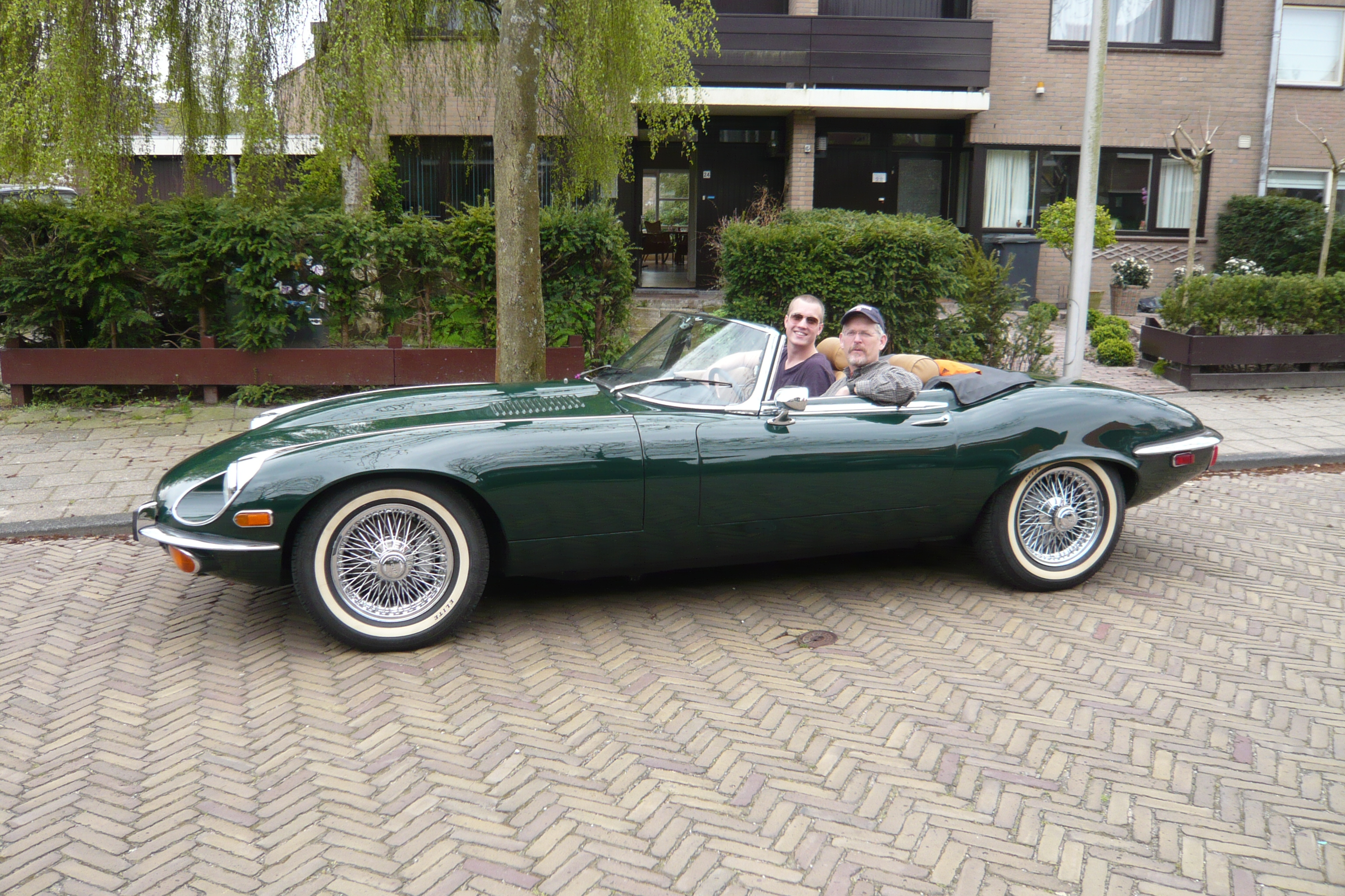 File Jaguar E Type Convertible Green Jpg Wikimedia Commons