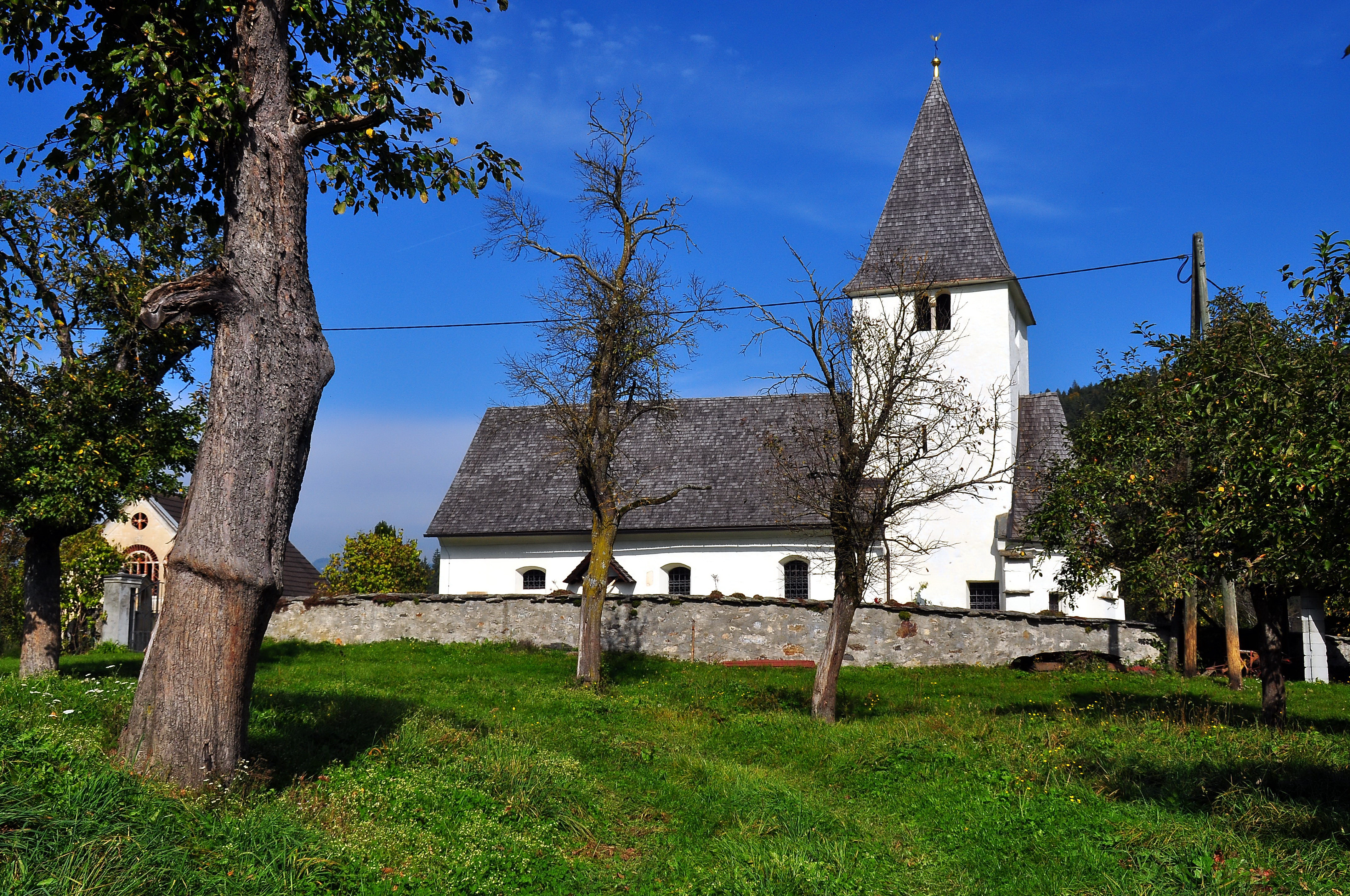 Datei:Kirche Woelfnitz Giebelfenster carolinavolksfolks.com Wikipedia
