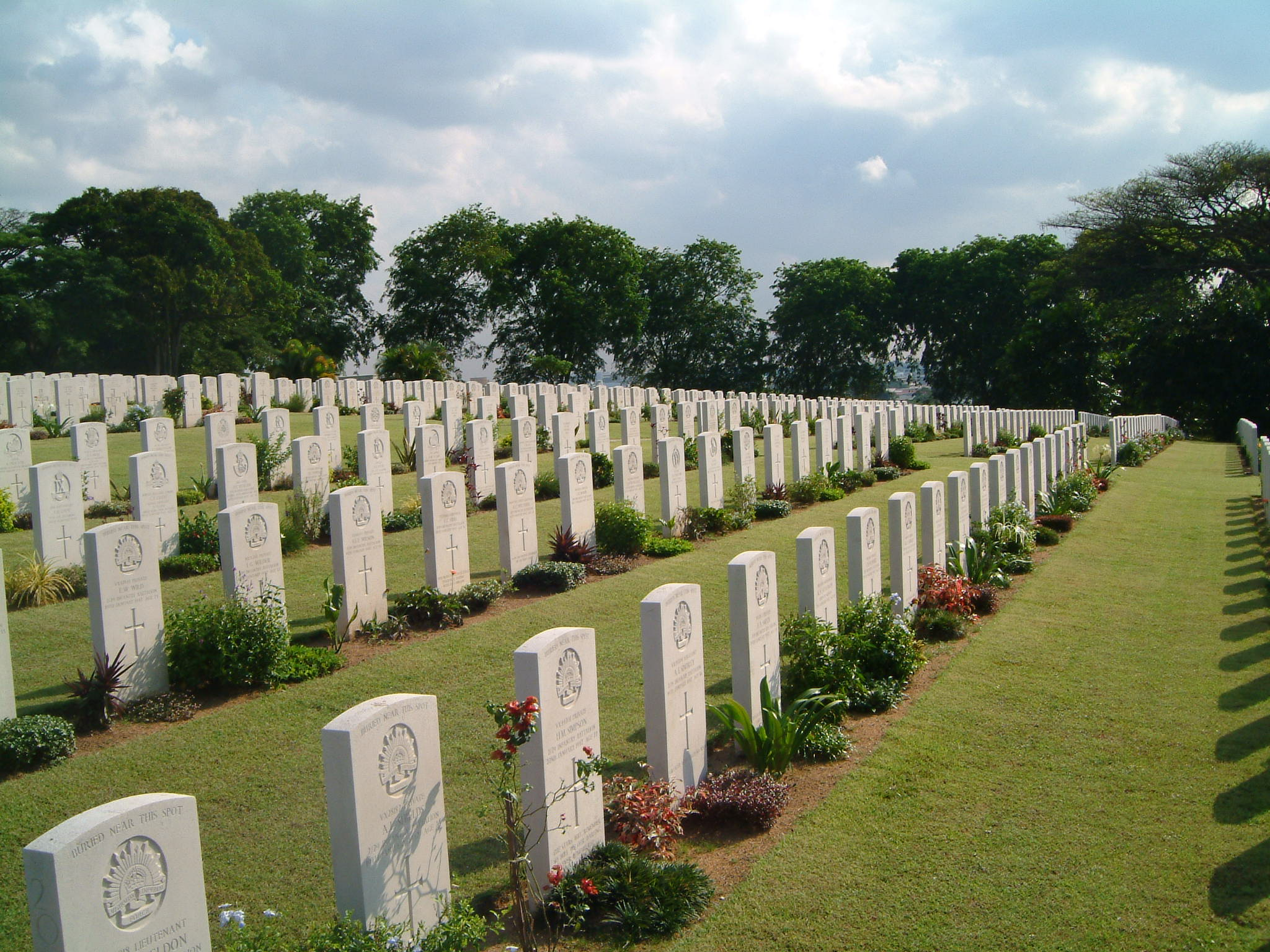 File:Kranji War Memorial grounds.jpg - Wikipedia, the free ...