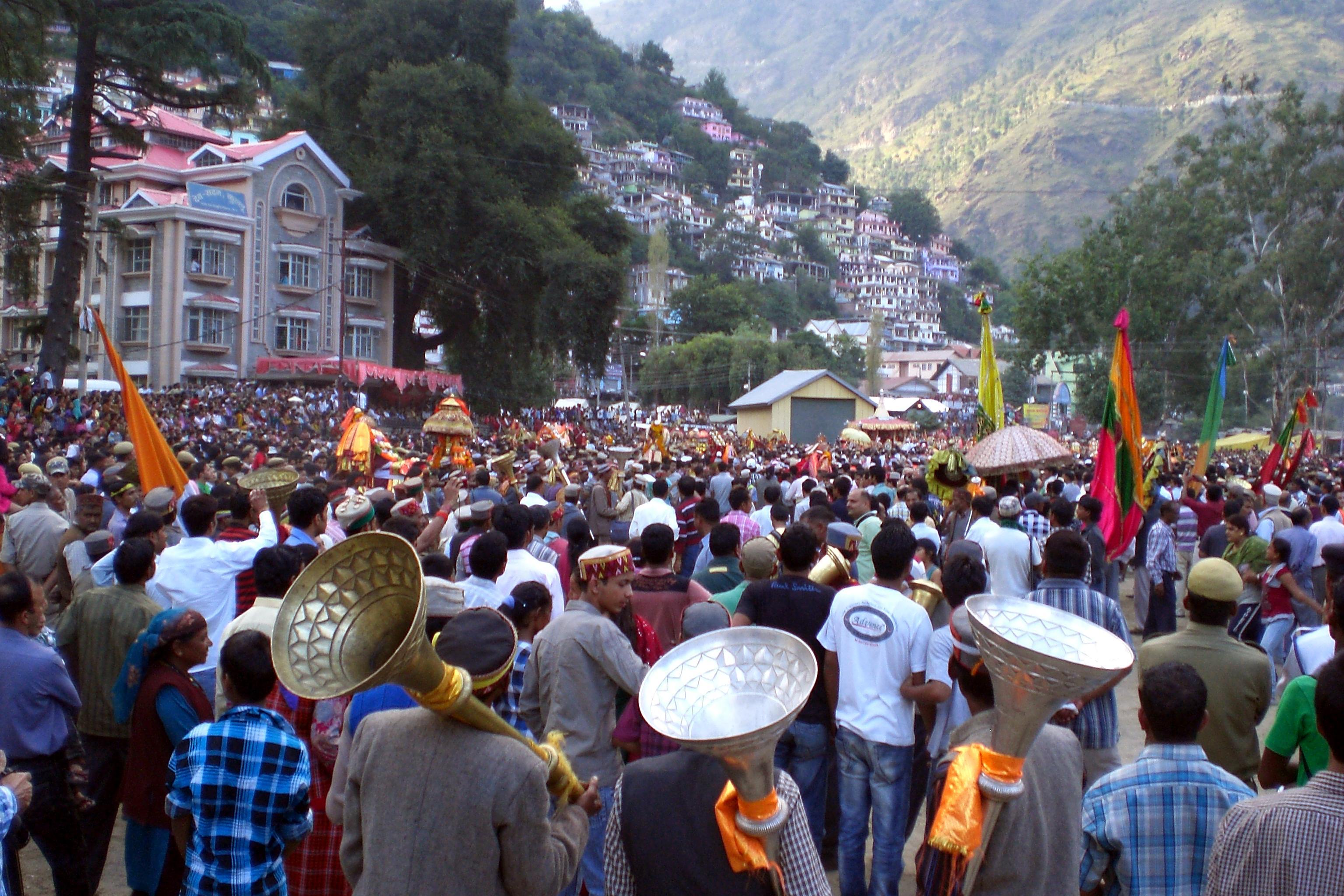File:Kullu Dussehra - main procession.jpg - Wikimedia Commons
