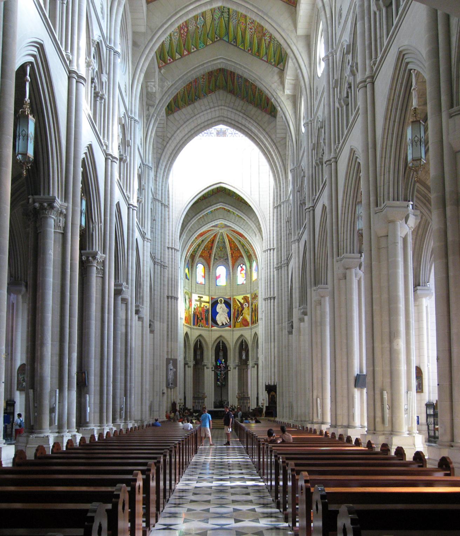 La Almudena interior2.jpg