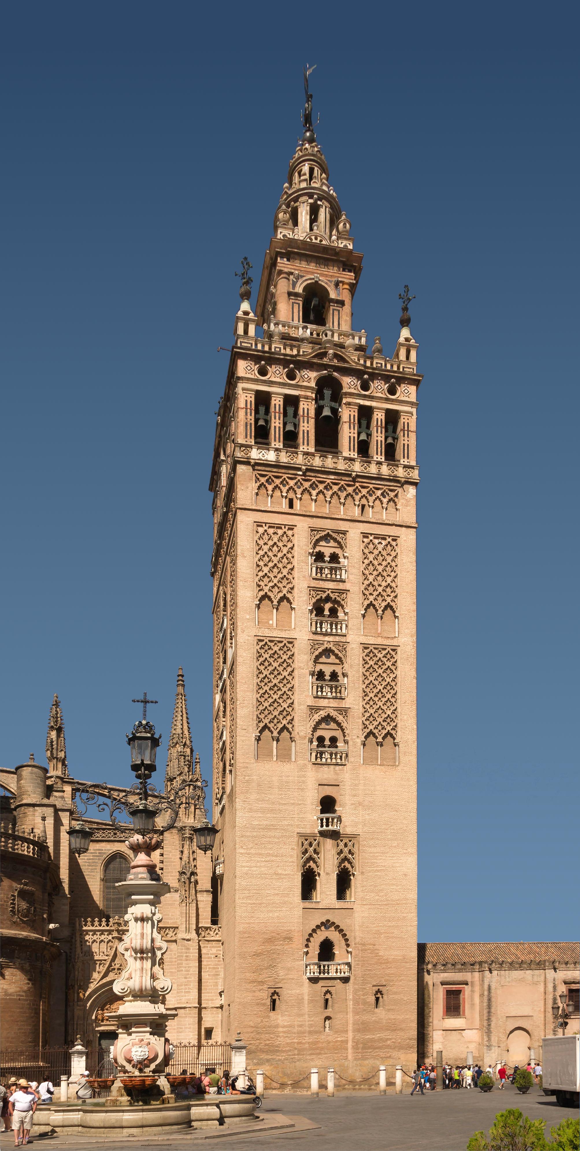 File:La Giralda August 2012 Seville Spain.jpg - Wikimedia Commons
