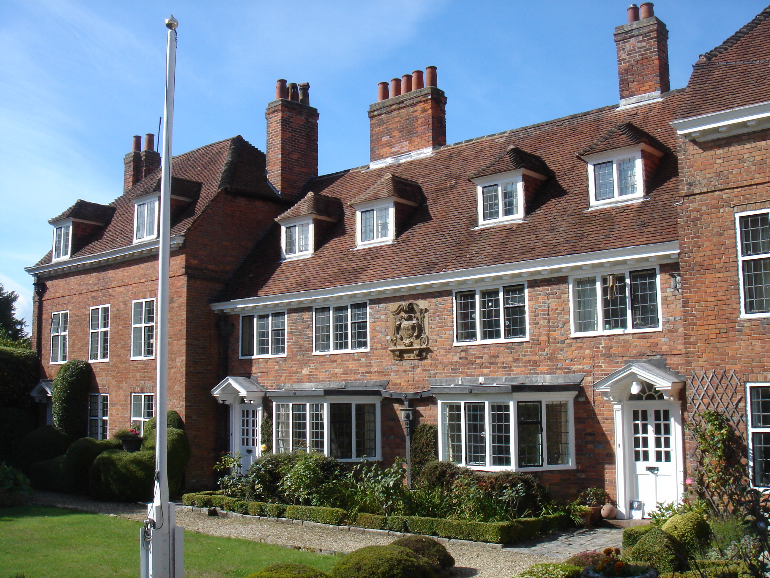 File:Lymington where is the flag ^^ very nice houses - panoramio.jpg ...