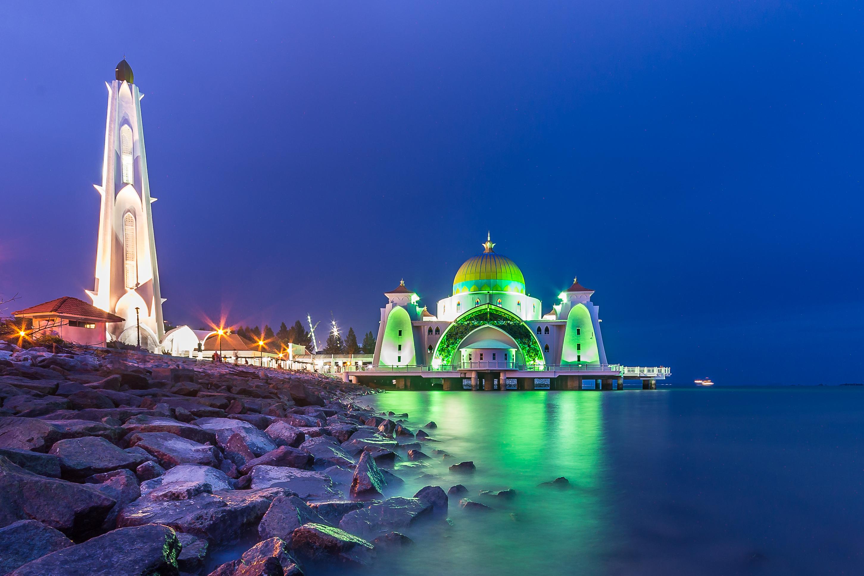 masjid terapung di pulau melaka
