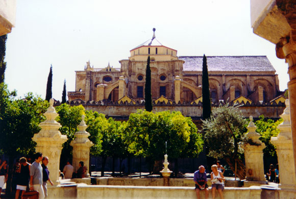 Tiedosto:Mezquita Orange Tree Courtyard.jpg