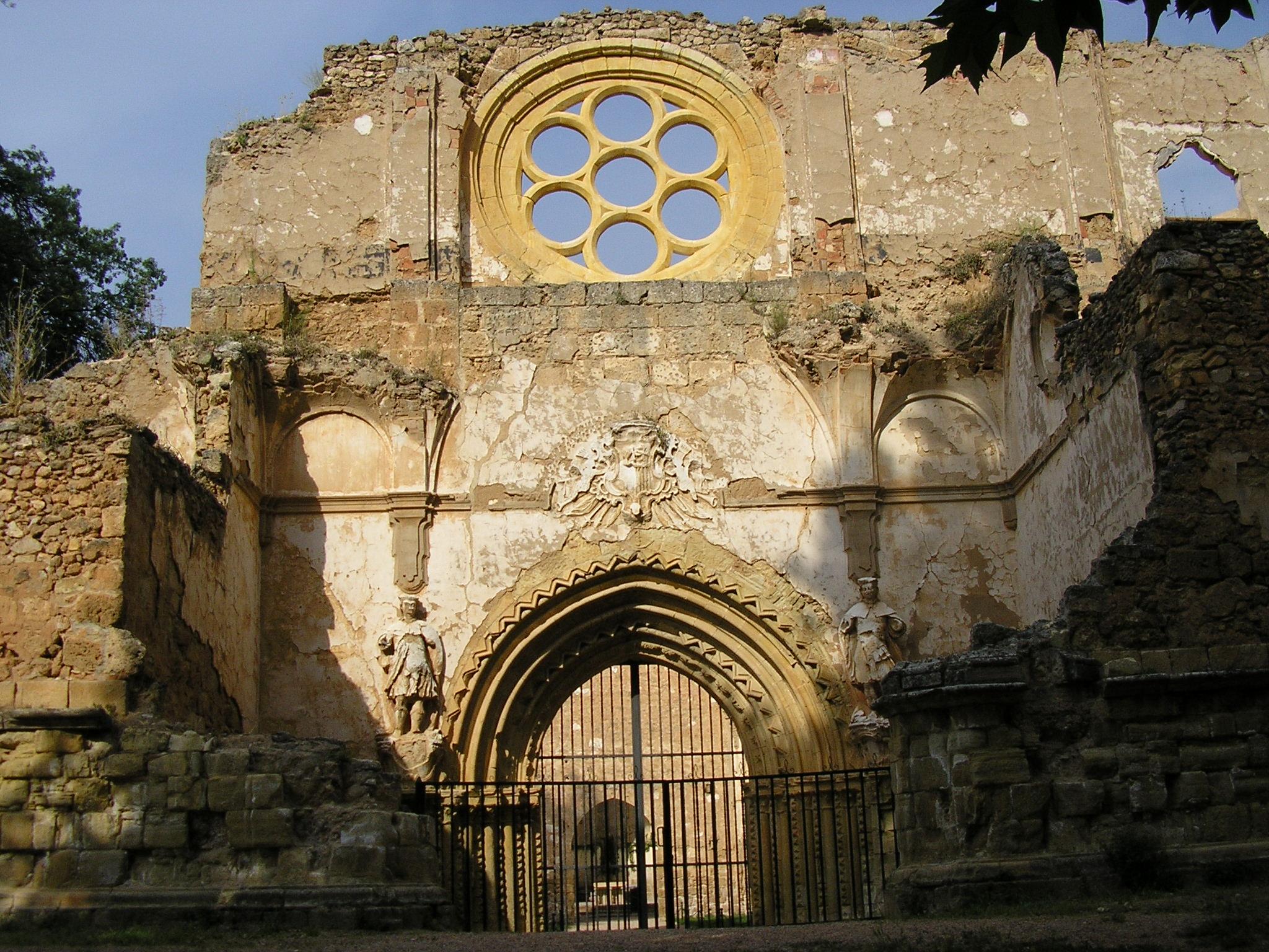 File monasterio de piedra abadia fachada jpg - Fachada de piedra ...