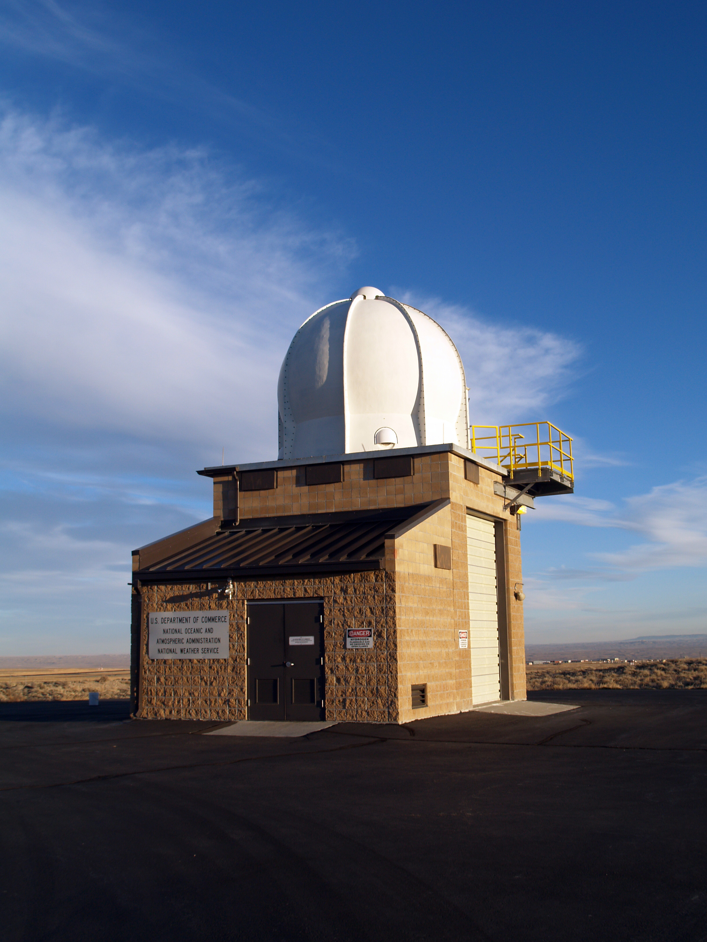 Datei nws weather balloon station2 riverton for The riverton