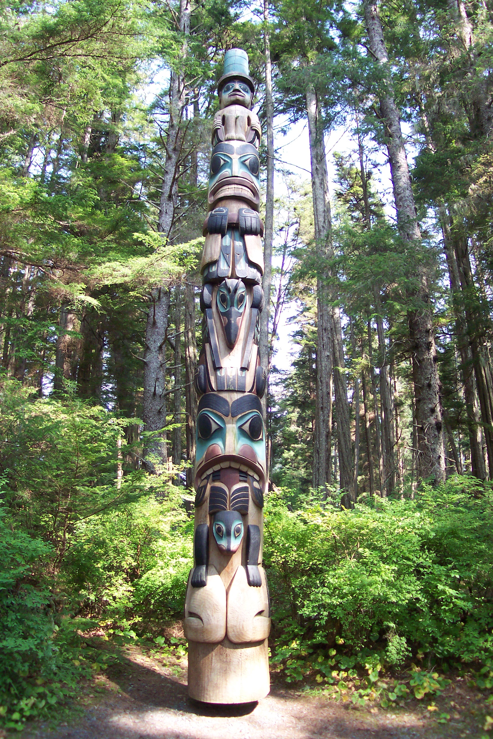 Description Native Alaskan Totem Pole.JPG