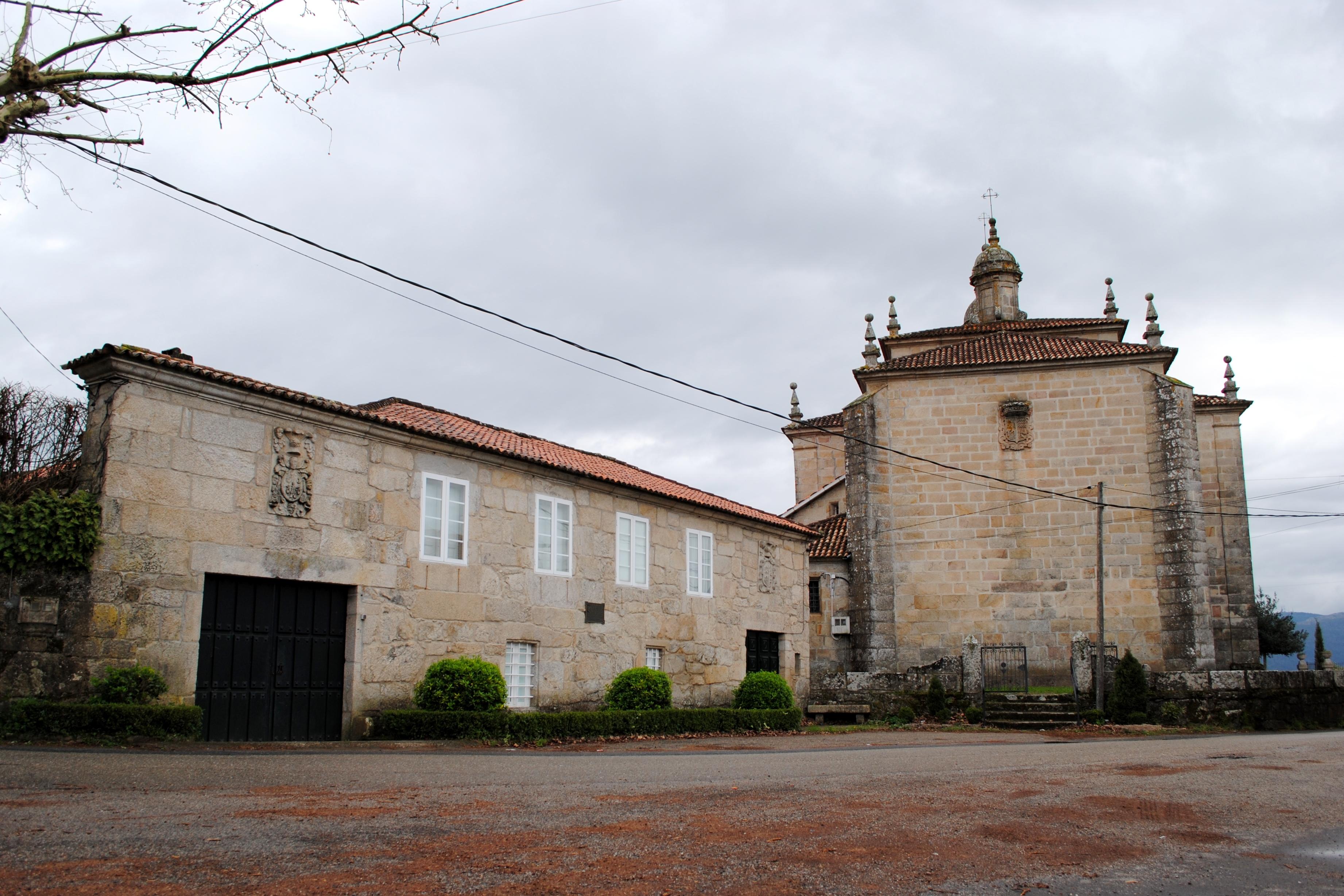http://upload.wikimedia.org/wikipedia/commons/9/93/Pazo_e_igrexa_de_Reboreda%2C_Redondela.jpg