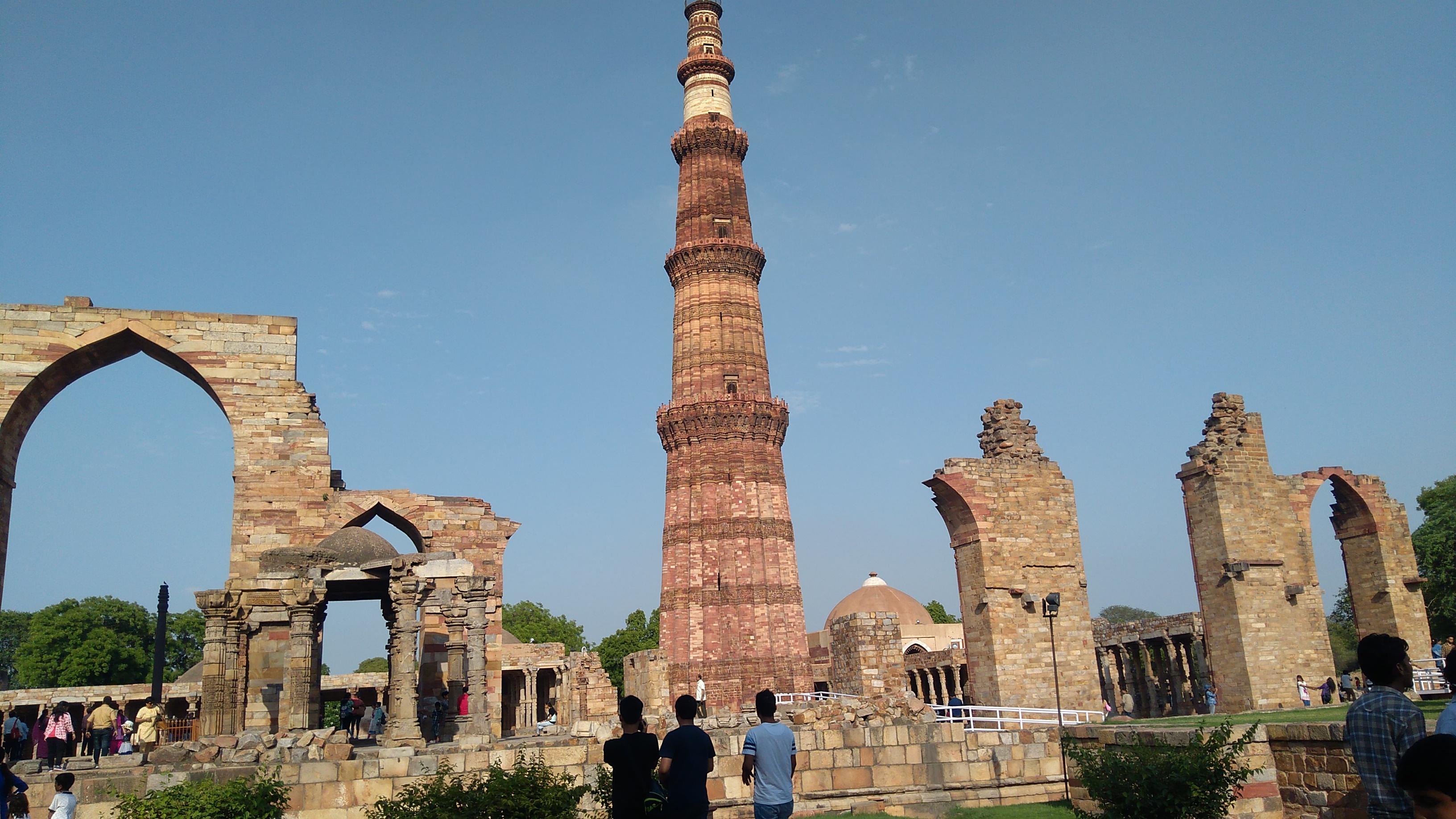 File:Qutub Minar complex 2.jpg - Wikimedia Commons