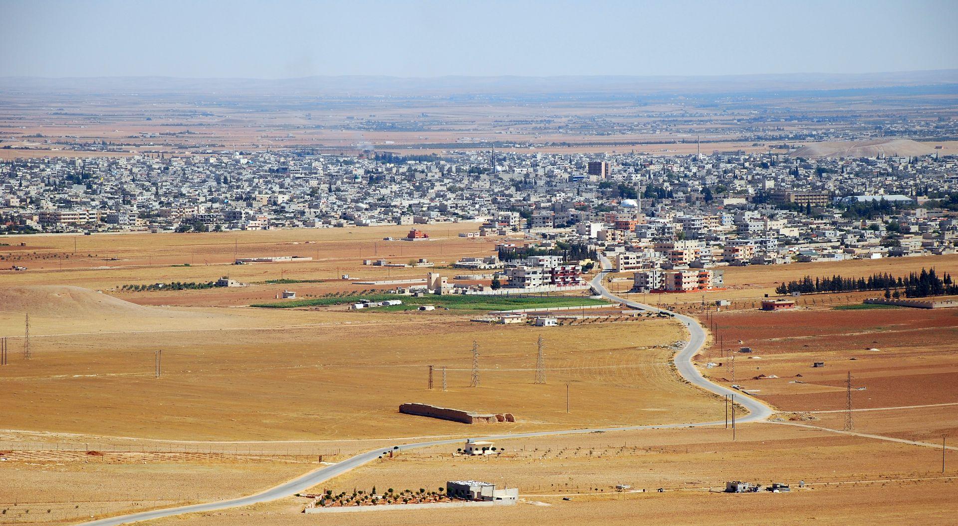Salamyeh1 est une ville de Syrie située à 33 km au sud-est de Hama dans la province (muhafazah) du même nom, et à 45 km au nord-est de Homs. Elle est surnommée